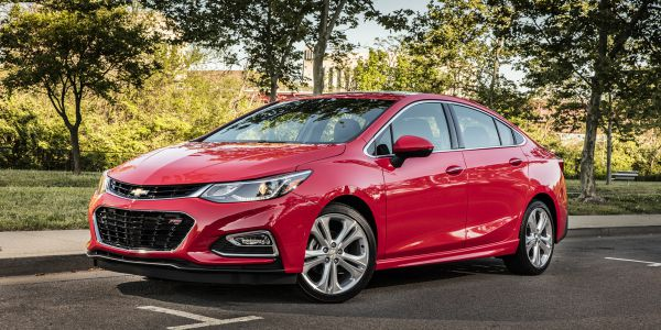2016 Chevrolet Cruze hits the road in Nashville delivering an EPA-estimated 42 mpg on the highway and the most connectivity in its class.