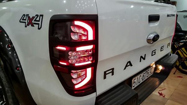 Ốp viền đèn Ford Ranger