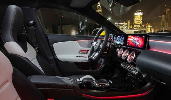 nội thất xe Mercedes-AMG CLA 35 4MATIC 2019