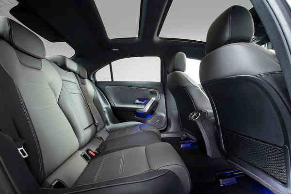 nội thất xe Mercedes-AMG A 35 L 4MATIC