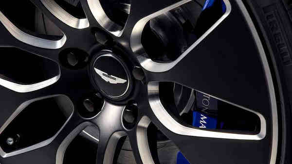 khám phá xe Sedan coupe điện Aston Martin RapidE