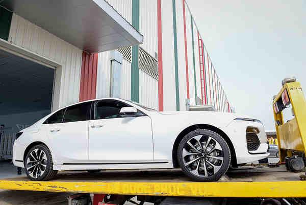 Lô xe mới Vinfast lần đầu tiên được đưa tới 4 châu lục thử nghiệm