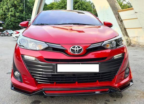Phần đầu xe Toyota Vios rất cá tính với ốp trang trí cản trước